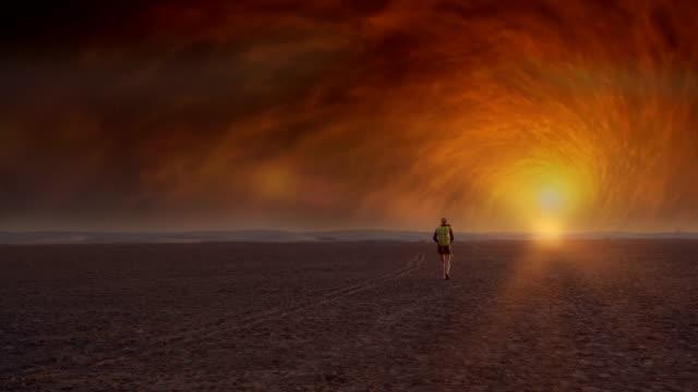 surreal desert. woman admiring space radiation - сюрреалистический стоковые видео и кадры b-roll