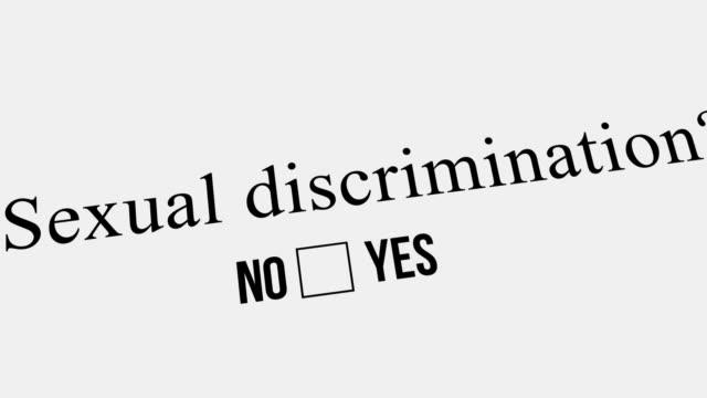fragen und antworten. sexuelle diskriminierung? - feedback stock-videos und b-roll-filmmaterial