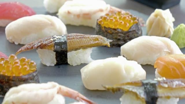 sushi - japanisches essen stock-videos und b-roll-filmmaterial