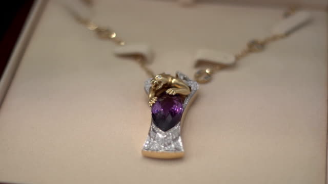 Suspension in the neck with a purple stone