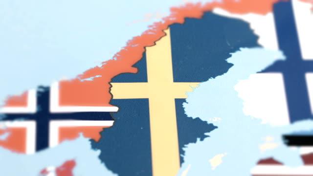 vídeos de stock e filmes b-roll de sweden with national flag on world map - países nórdicos