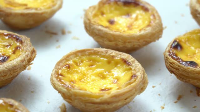 vídeos de stock e filmes b-roll de sweet dessert with tart egg - lisbon