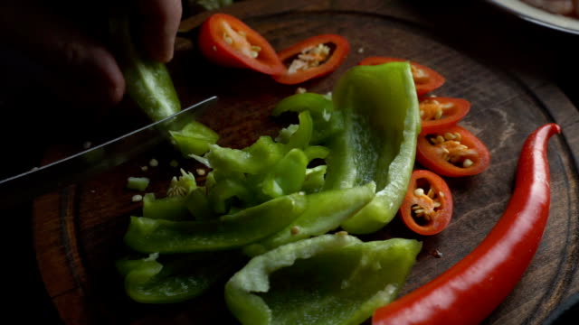sweet pepper and chili on a cutting board. video - chilli con carne video stock e b–roll