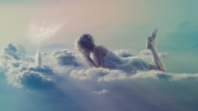 甘いバニラ天国 - シュールレアリズム点の映像素材/bロール