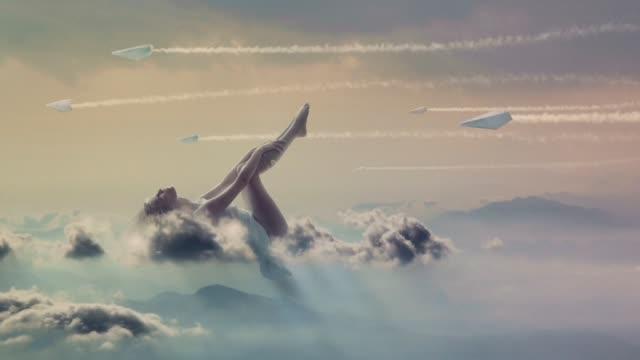 vídeos y material grabado en eventos de stock de cielo de vainilla dulce - surrealista