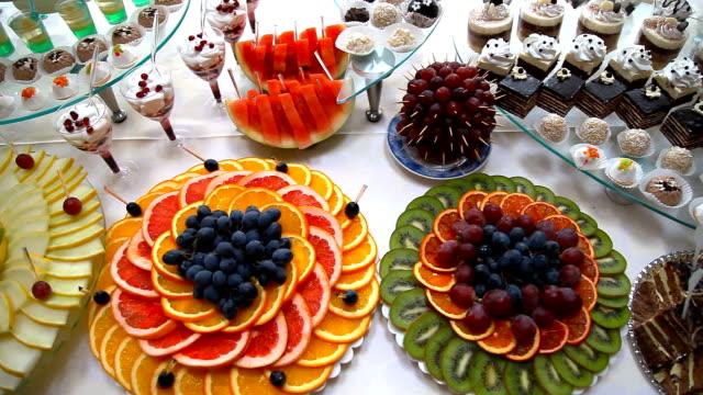 かわいらしいウェディングテーブル - フランス料理点の映像素材/bロール