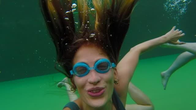 vídeos de stock e filmes b-roll de swimming on vacation - jump pool, swimmer