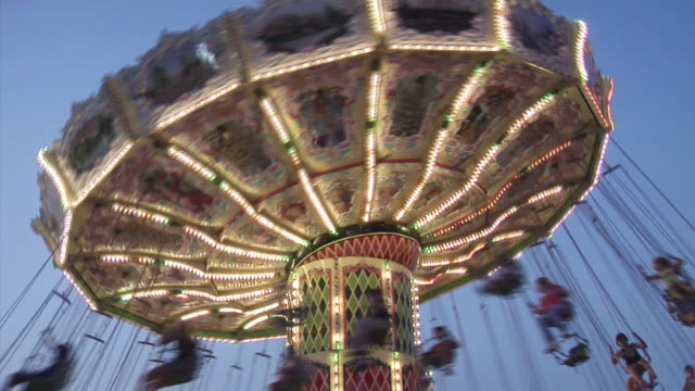 altalena media - luna park video stock e b–roll