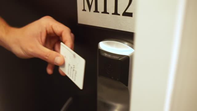 swiping key card at hotel room - mann tür heimlich stock-videos und b-roll-filmmaterial
