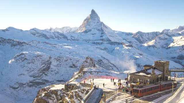 stockvideo's en b-roll-footage met zwitserland alpen matterhorn sneeuw bergen bij gornergrat bahn treinstation, time lapse - matterhorn
