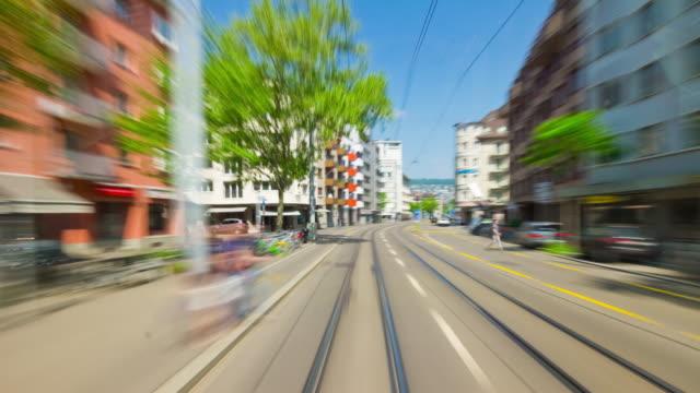 Suisse jour lumière zurich ville tram ride pov panorama 4k timelapse - Vidéo