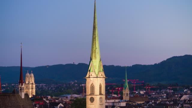 Suisse nuit illumination zurich paysage urbain sur le toit panoramique 4k timelapse - Vidéo