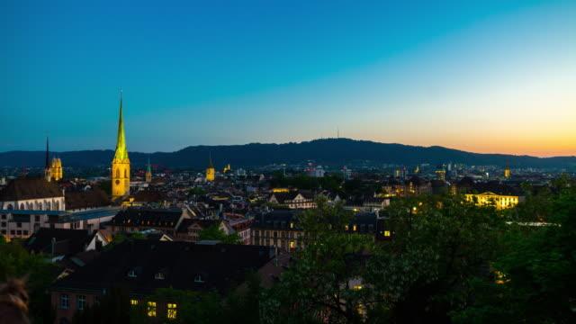 Suisse nuit temporisation éclairage zurich célèbre toit cityscape panorama 4k timelapse - Vidéo