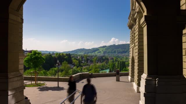 Suisse journée ensoleillée Berne ville Mairie terrasse panoramique 4k timelapse - Vidéo