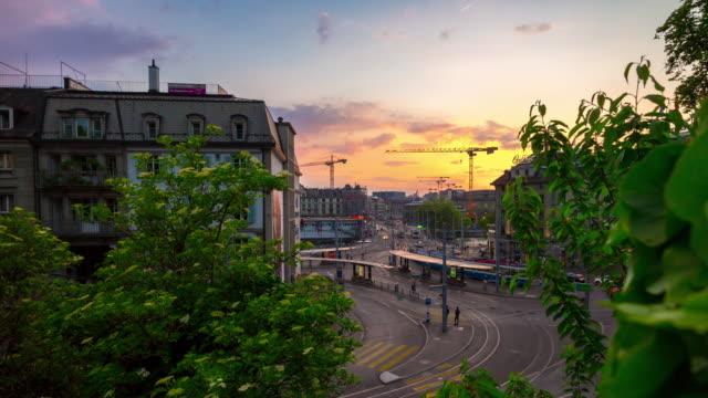 circulation Suisse ciel coucher de soleil zurich ville tramway carré centrale train station panorama 4k timelapse - Vidéo