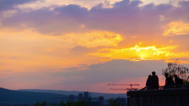 Suisse, zurich coucher de soleil ciel cityscape panorama 4k timelapse - Vidéo