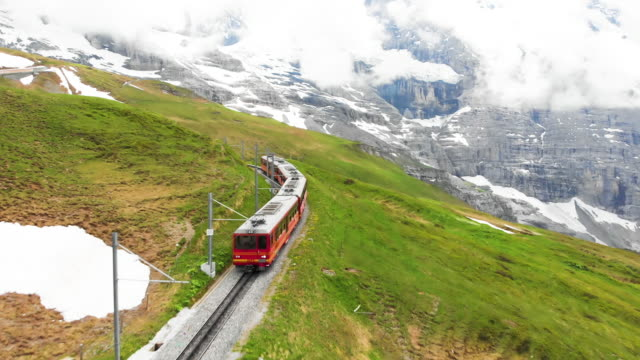 switzerland train for transportation to travel in wengen - поезд стоковые видео и кадры b-roll