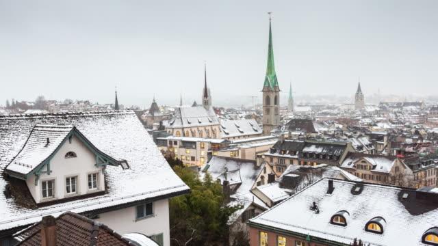 Suisse hiver zurich Université vue point cityscape predigerkirche tour panorama 4k time-lapse - Vidéo