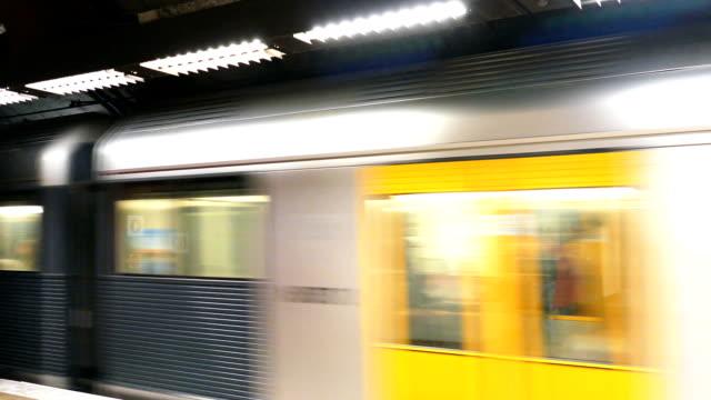 시드니 통근 열차 출발 다이빙대, 호주 - 시드니 뉴사우스웨일스 스톡 비디오 및 b-롤 화면