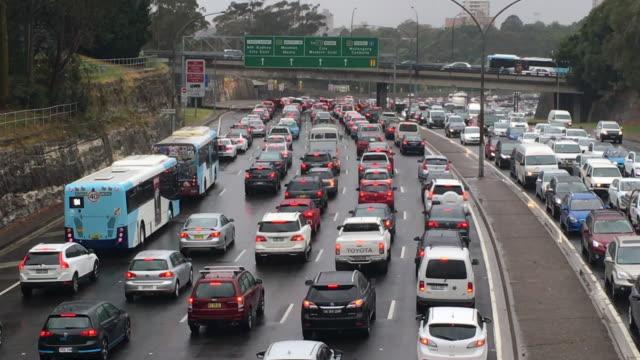 高速道路上のシドニーの交通 - 渋滞点の映像素材/bロール