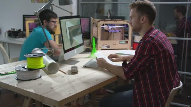 Associant trois dimensions des objets - Vidéo