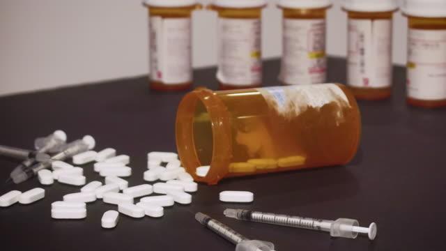 sprutor och receptbelagda läkemedel - amfetamin pills bildbanksvideor och videomaterial från bakom kulisserna