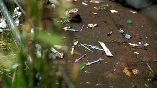 Injectiespuiten voor straat drugs gebruikt. video