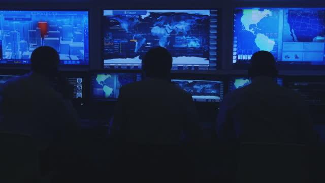 システムコントロールルームのモニター - 監視点の映像素材/bロール