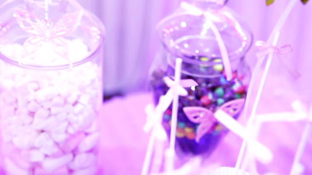 Table decoration with sweets video