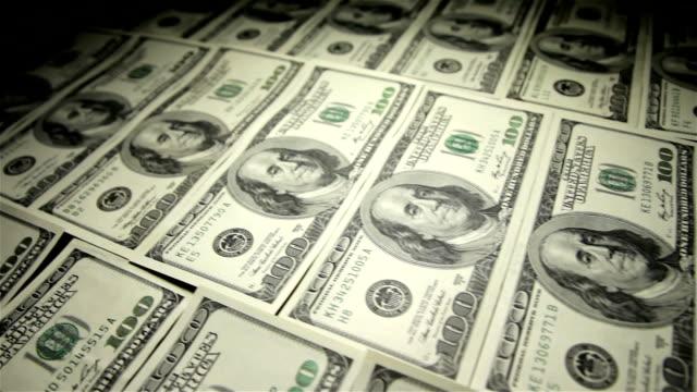 vídeos y material grabado en eventos de stock de tabla de dinero.  primer plano, toma en movimiento. - embargo hipotecario