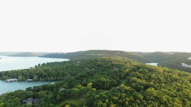 table rock lake aerial views drone 4k pov video missouri usa - missouri filmów i materiałów b-roll