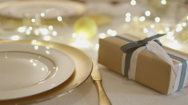 table set for christmas - christmas decoration стоковые видео и кадры b-roll