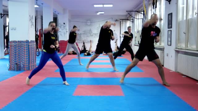vídeos de stock, filmes e b-roll de formação de taebo - autodefesa