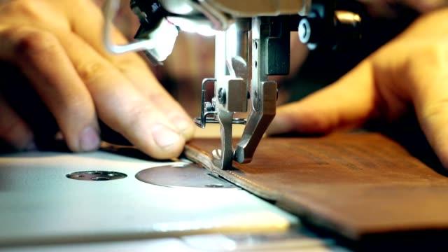 マシンに合わせて縫う - 革点の映像素材/bロール