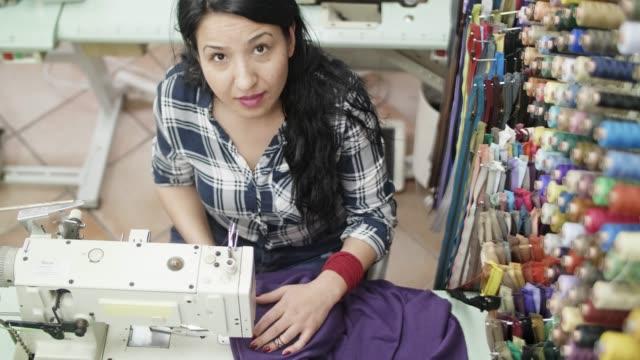 tailor woman working sewing machine - cultura turca video stock e b–roll