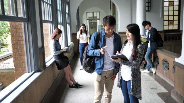 taiwanesische studenten stehen kurz vor dem abschluss. - chinesischer abstammung stock-videos und b-roll-filmmaterial