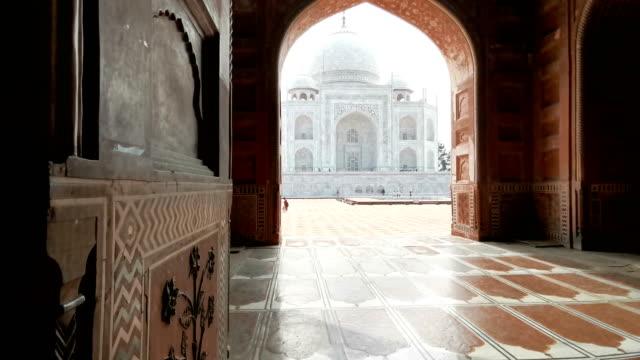 taj mahal monument, agra, indien - moské bildbanksvideor och videomaterial från bakom kulisserna