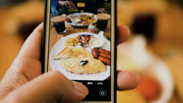 vidéos et rushes de prendre une photo de nourriture - photophone