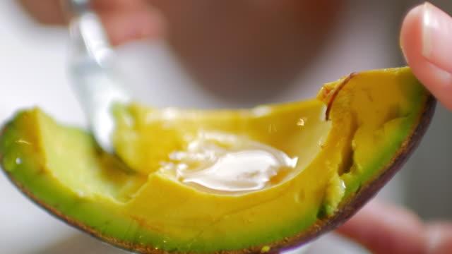 vídeos de stock e filmes b-roll de take avocado with honey - abacate