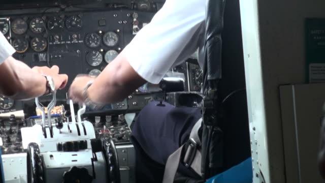 take off in turbulent weather from the cockpit - pilot bildbanksvideor och videomaterial från bakom kulisserna