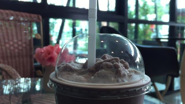 takeaway chocolate frappe - paglia video stock e b–roll