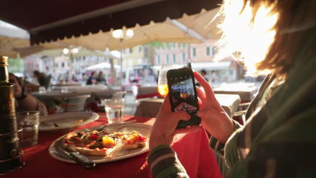 zrobienie zdjęcia spritza - kultura włoska filmów i materiałów b-roll