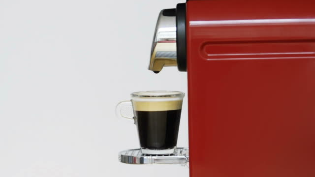 prendere un caffè - full hd format video stock e b–roll