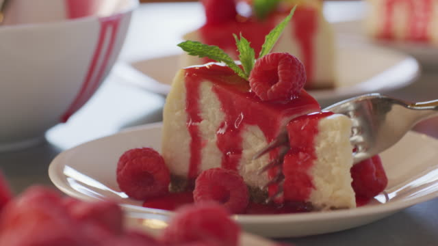 taking bite of cheesecake - sernik filmów i materiałów b-roll