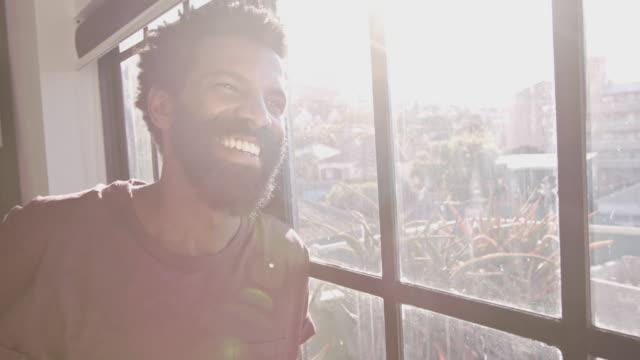 Einnahme am Tag mit einem Lächeln – Video
