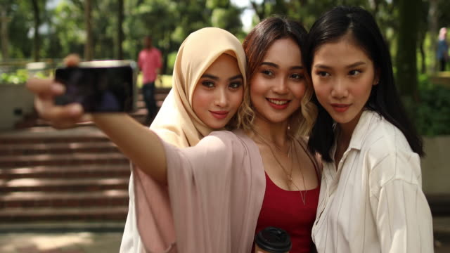 taking pictures on sunny day - cultura orientale video stock e b–roll