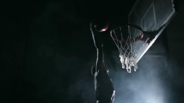 vídeos y material grabado en eventos de stock de jugador de baloncesto talento - basketball hoop