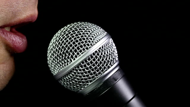vídeos de stock, filmes e b-roll de falando ao microfone - discurso