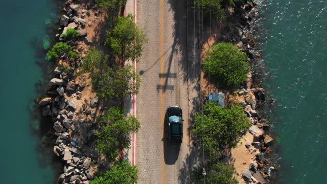 vídeos de stock, filmes e b-roll de ponte alta - veículo terrestre