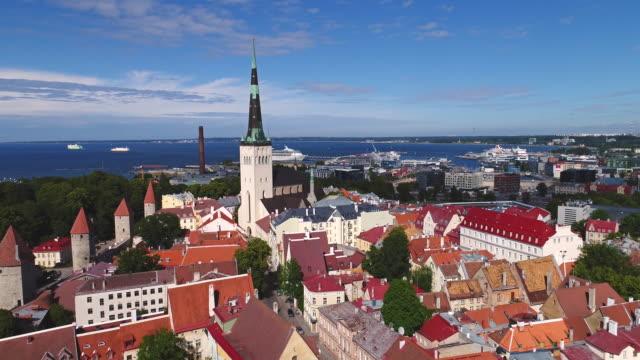 stockvideo's en b-roll-footage met luchtfoto tallinn-estland - estland